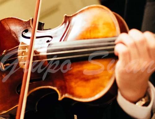 Música durante el rito del matrimonio en una boda religiosa.